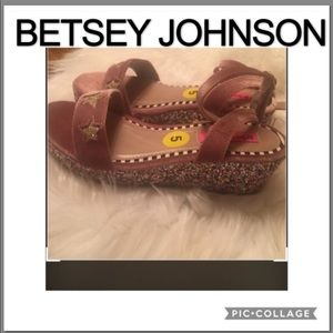 BETSEY JOHNSON KENNA SANDALS SIZE 5